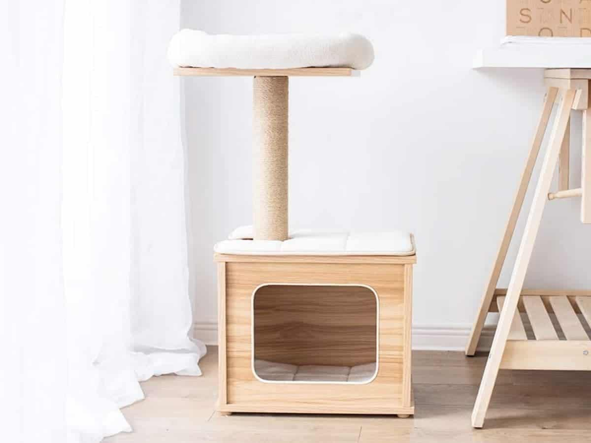 Cat tree with a wooden hide-out and one platform.